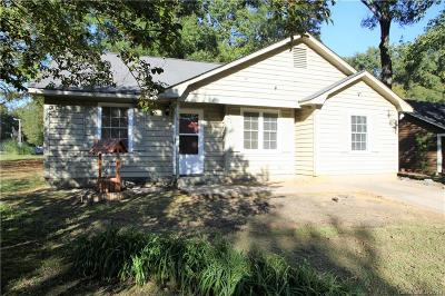 Single Family Home Under Contract-Show: 821 Pennwood Lane