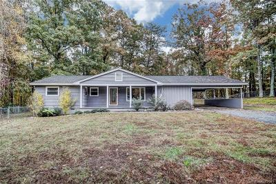 Dallas Single Family Home Under Contract-Show: 3030 Puetts Chapel Road
