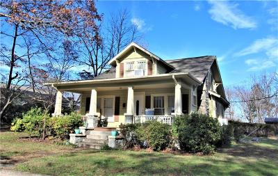 Caldwell County Single Family Home For Sale: 408 Woodsway Lane NW