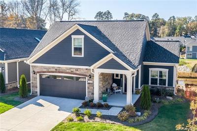 Huntersville Single Family Home For Sale: 8028 Parknoll Drive