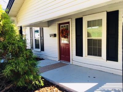 Lenoir Single Family Home For Sale: 1609 NW Poplar Street NW