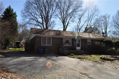 Matthews Single Family Home Under Contract-Show: 1300 Stallings Road