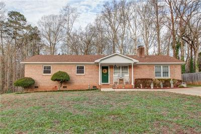 Mount Holly Single Family Home For Sale: 125 Circle Drive