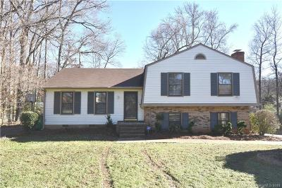 Charlotte Single Family Home For Sale: 5919 Idlebrook Drive