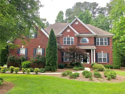 Matthews Single Family Home For Sale: 1004 Antioch Woods Drive