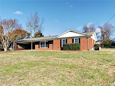 Mooresville Single Family Home For Sale: 128 Quail Hollow Drive