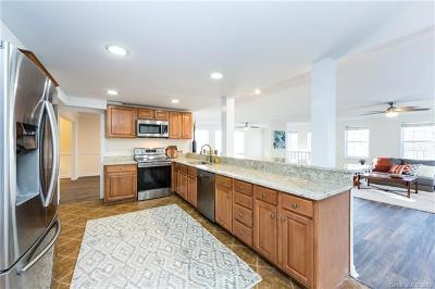 Charlotte Single Family Home For Sale: 2700 Lawton Bluff Road