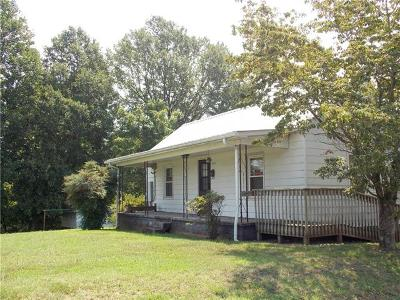 Catawba County Single Family Home For Sale: 2921 2nd Ave Place SW