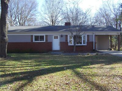 Mooresville Single Family Home Under Contract-Show: 322 S Magnolia Street