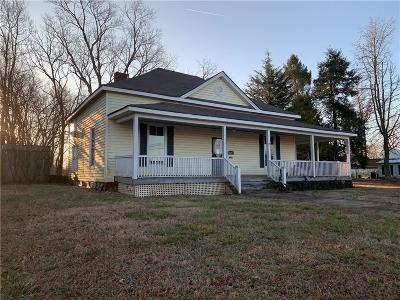 Newton NC Single Family Home For Sale: $75,200