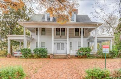 Single Family Home Under Contract-Show: 672 E Main Street
