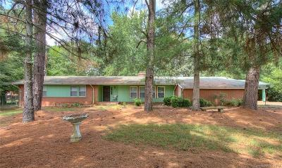 Monroe Single Family Home For Sale: 410 Robin Drive