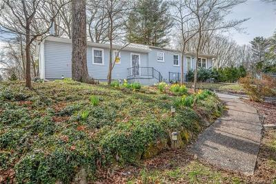 Hendersonville Single Family Home Under Contract-Show: 209 E Dogwood Lane