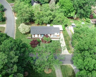 Charlotte Single Family Home For Sale: 6416 Tall Oaks Trail