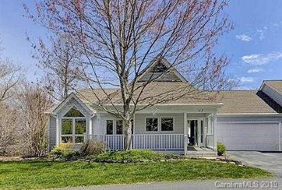 Hendersonville Single Family Home For Sale: 113 Carriage Walk Lane