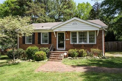 Charlotte Single Family Home For Sale: 3905 Abbeydale Drive