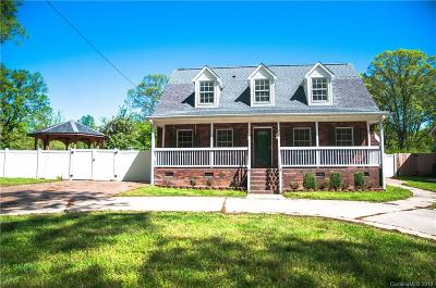 Landis Single Family Home For Sale: 411 E Blume Street