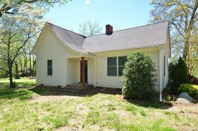 Huntersville Single Family Home For Sale: 10815 Beatties Ford Road