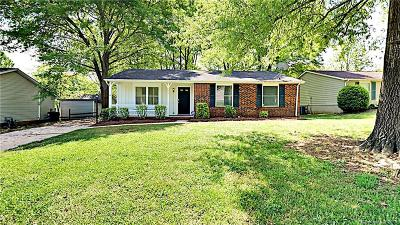 Charlotte Single Family Home For Sale: 8121 Kapplewood Court