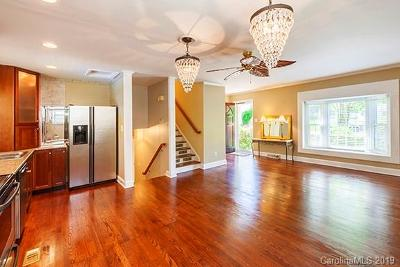 Charlotte Single Family Home For Sale: 6724 Castlegate Drive