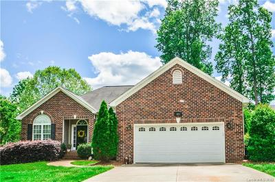 Mount Holly Single Family Home For Sale: 404 Deerfield Drive