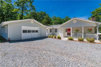 Buncombe County, Cabarrus County, Caldwell County, Cleveland County, Davidson County, Gaston County, Iredell County, Lancaster County, Lincoln County, Mecklenburg County, Rowan County, Stanly County, Union County, York County Single Family Home For Sale: 200 Beaten Path Road