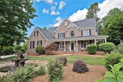 Mooresville Single Family Home For Sale: 220 Fernbrook Drive