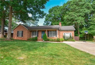 Mount Holly Single Family Home For Sale: 1111 Woodhaven Drive