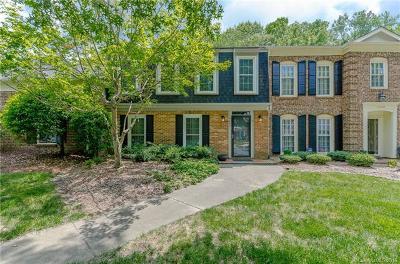 Charlotte Condo/Townhouse For Sale: 4240 Woodglen Lane #17