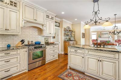 Single Family Home Under Contract-Show: 11100 Oak Pond Circle