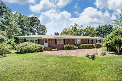 Charlotte Single Family Home Under Contract-Show: 916 Bridlepath Lane