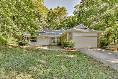 Single Family Home Active Under Contract: 11815 Lansbury Court