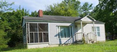 Single Family Home For Auction: 1662 Grace Avenue