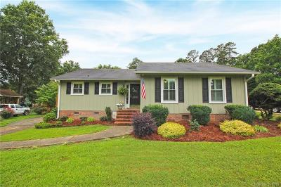 Matthews NC Single Family Home For Sale: $264,000