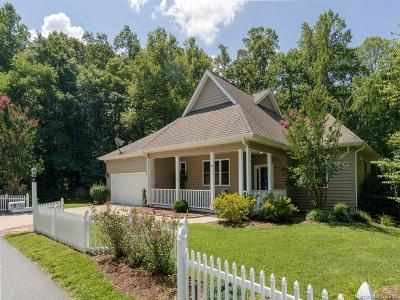 Hendersonville Single Family Home For Sale: 51 Carriage Summitt Way