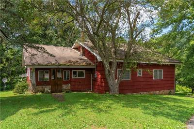 Single Family Home For Auction: 752 Soco Road