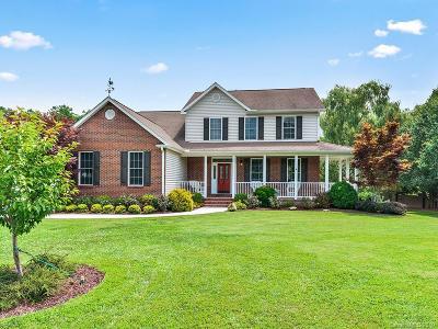 Hendersonville Single Family Home For Sale: 62 Classic Oaks Circle