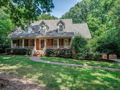 Matthews Single Family Home For Sale: 823 Amanda Drive