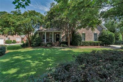 Matthews Single Family Home For Sale: 1009 Antioch Woods Drive