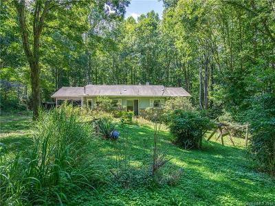 Single Family Home Under Contract-Show: 40 Knob Hill Road