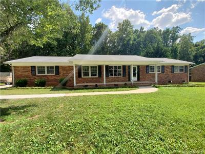 Dallas Single Family Home For Sale: 707 Hester Drive