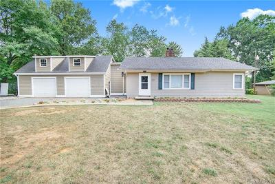 Single Family Home For Sale: 15905 Sunset Drive