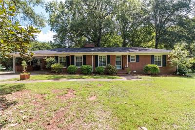 Charlotte Single Family Home Under Contract-Show: 1319 Lynbrook Drive