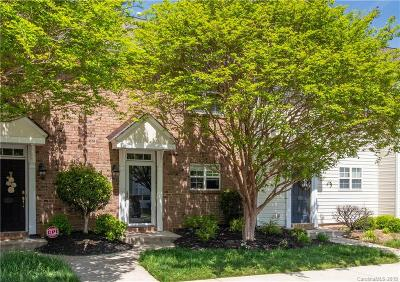 Single Family Home Active Under Contract: 13324 Savannah Club Drive