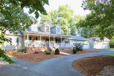 Catawba County Single Family Home For Sale: 3935 Den Drive