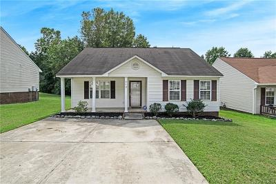 Charlotte Single Family Home For Sale: 513 Graham Meadow Drive