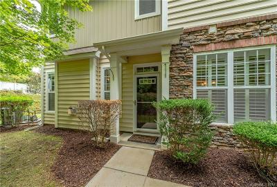 Condo/Townhouse Under Contract-Show: 822 Petersburg Drive