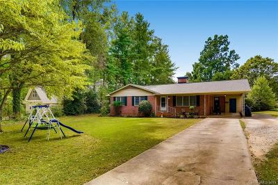 Mooresville Single Family Home For Sale: 120 Manor Circle