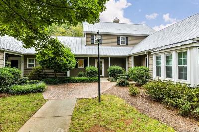 Charlotte Condo/Townhouse Under Contract-Show: 3716 Selwyn Farms Lane #2
