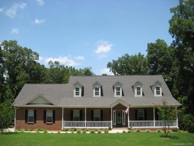 Single Family Home Active Under Contract: 2804 Arrowwood Lane